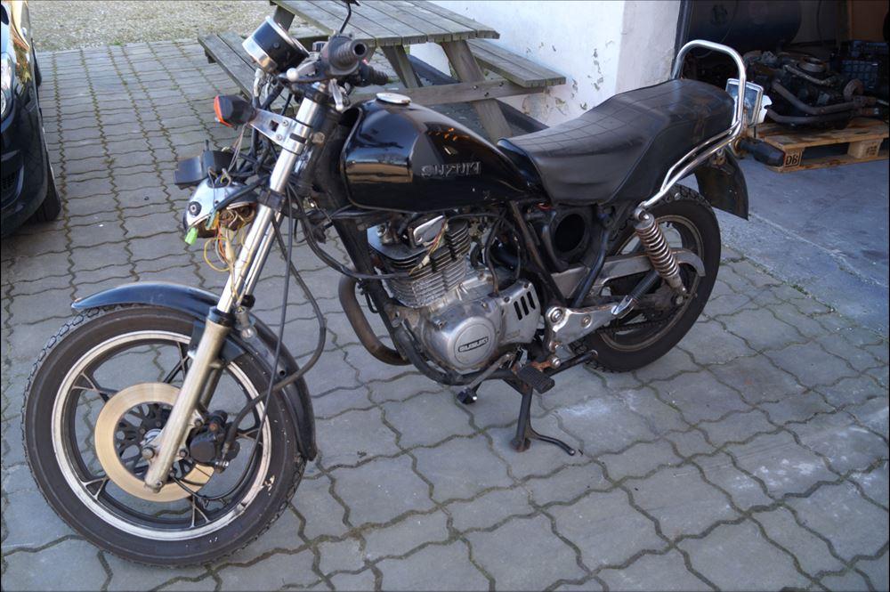 Suzuki GN 400